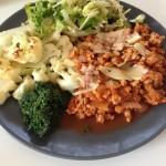 middag mat köttfärs blomkål spenat sallad