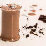 Krämig varm choklad – fri från både socker och mejeriprodukter